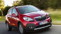 """Uz jauno krosoveru """"Opel Mokka"""", vēl pirms tā pārdošanas uzsākšanas, Eiropā vien jau saņemti vairāk nekā 40 000 (oktobra dati)..."""