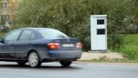"""Varšavā bāzētā """"Renault Braukšanas Skola"""" (Renault Driving School), atsaucoties uz starptautiski veiktiem pētījumiem, norāda, ka stacionārie ātruma kontroles fotoradari satiksmes..."""