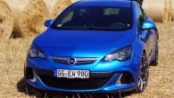 """Vasaras izskaņā """"Opel"""" pašreizējā """"Astra J"""" paaudze, tēlaini izsakoties, beidzot sazaļoja pilnā krāšņumā, jo priekškars tika norauts gan pēdējai virsbūves..."""