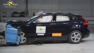"""Autosalonos uz mašīnu sāniem bieži redzamas uzlīmes ar Eiropas neatkarīgās automobiļu drošības pārbaudes organizācijas """"EuroNCAP piešķirtajām drošības reitinga zvaigznītēm. Taču..."""
