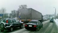 Lai mazinātu satiksmes plūsmas intensitāti un sastrēgumus intensīvas snigšanas laikā, Rīgas Domē pieņemts lēmums jau no 13.decembra ļaut autovadītājiem sabiedrisko...