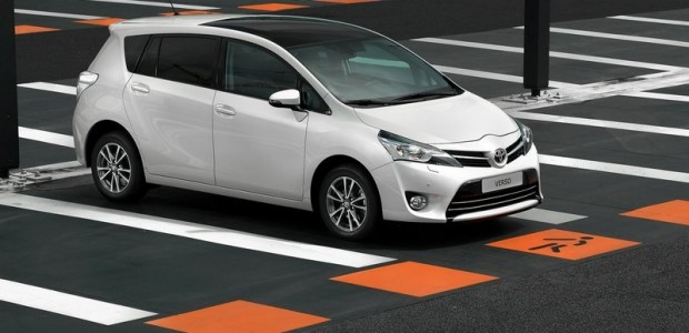 Toyota-Verso_2013_800x600_wallpaper_02
