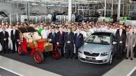 """Pirmdien, 11. februārī Čehijā, Mladaboļeslavas rūpnīcā bija svinības – no konveijera noripoja 15-miljonā """"Škoda"""". Jubilejas automobiļa gods tika sudrabkrāsas """"Škoda..."""