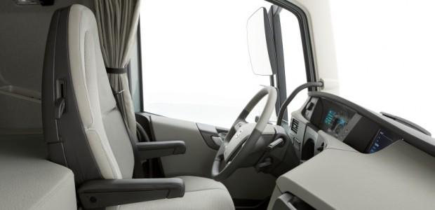 Volvo FH salon 01 (2)