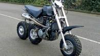 """Lielbritānijā izstrādāts neparasts trīsriteņu motocikla prototips """"MIL III"""" ar diviem velkošajiem riteņiem. Reiz britam Džonam Pērsonam, braucot ar savu """"Kawasaki..."""