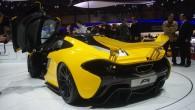 """""""McLaren P1"""" ir hibrīdtehnoloģiju sporta automobilis, kas līdz 100 km/h ieskrienas 2,5 sekundēs, bet ar 200 km/h lido jau pēc..."""