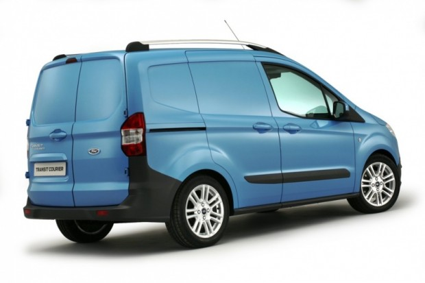 Ford-Transit-Courier-2014-02