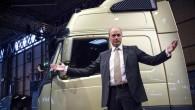 """Jaunās paaudzes kravas vilcēju """"Volvo FM"""", kas oficiāli tika prezentēts jau 19.martā, plašākai publikai pirmoreiz izrāda Lielbritānijā, Birmingemas komerctransporta izstādē...."""