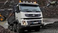 """Reklamējot jaunās būvniecības sektora mašīnas """"Volvo FMX"""" izturību """"Volvo Trucks"""" prezidents Klāss Nilsons ielaidies dēkā, kādu līdz šim šķiet nav..."""