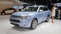 """Kompānija """"Mitsubishi"""" uz laiku nobremzējusi krosovera """"Outlander"""" hibrīdversijas ražošanu. Uz šādu soli kompānijas vadību pamudinājušas problēmas akumulatoru darbībā. Proti, līdz..."""