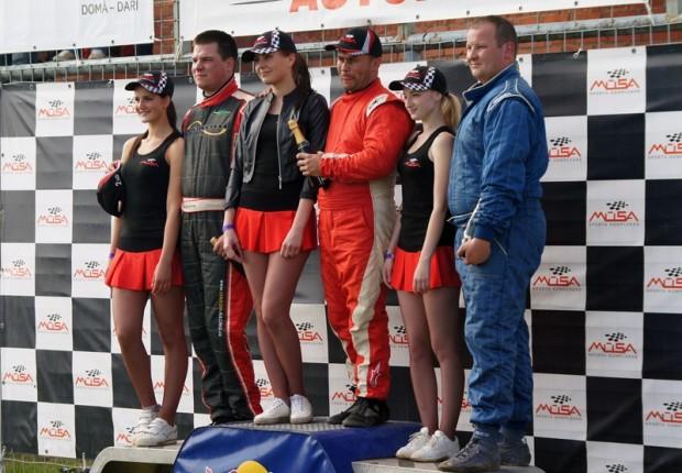 """Goda pjedestāls """"Touring Autocross"""" klasē. No kreisās Otokārs Vibornijs, Tamašs Karai un Miroslavs Noimans"""