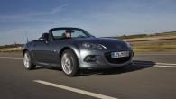 """Līdz šim zem mazā rodstera """"Mazda MX-5"""" motora pārsega darbojušies tikai benzīna motori, taču jaunajā paaudzē automobilis varētu tikt aprīkots..."""