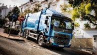"""Jaunās """"Volvo FE"""" un """"Volvo FL"""" kravas automašīnas ir vieglāk vadāmas pilsētas vidē, kurā jānodrošina ātri, savlaicīgi un videi draudzīgi..."""