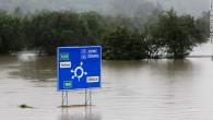 """Kompānija """"Porsche"""" apturējusi ražošanu Leipcigas rūpnīcā, jo Eiropā valdošo pastiprināto lietus gāžu un plūdu dēļ uzņēmumam katastrofāli kavējas detaļu piegādes...."""