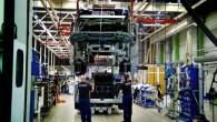 … uzbūvēšanai ir nepieciešamas aptuveni piecas dienas, lai tērauda sagataves pārvērstu par kravas automašīnu? … kabīnes montāžā savu roku ir...