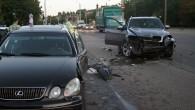 """Portāls """"AutoMedia.lv"""" piektdien, 23.augustapievakarēfiksēja avāriju, kasatkal bija notikusi no satiksmes drošības viedokļa ne visai labu slavu baudošajā Maskavas ielas, Prūšu..."""