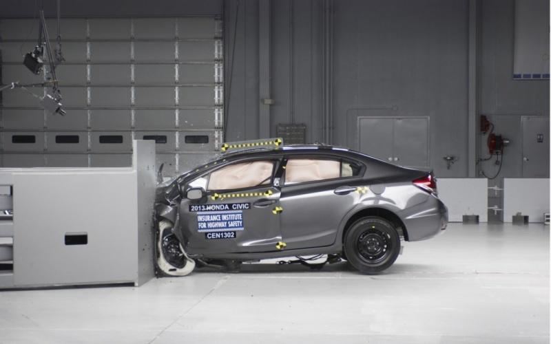Honda-Civic-Sedan-crash-test