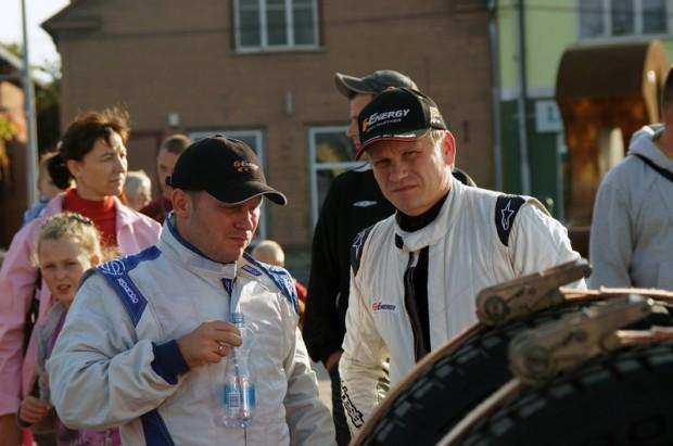 """Krievijas čempioni Vladimirs Vasiļjevs (pa kreisi) un Vitālijs Jevtjukovs (""""Nart-Time"""")"""