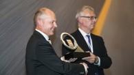 """Jaunais """"Volvo FH"""" maģistrālais kravas vilcējs ir ieguvis starptautisko 2014.gada kravas auto titulu – šādu tradicionālā konkursa iznākumu noteikusi 25..."""