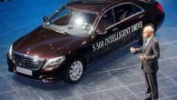 """""""Mercedes-Benz"""" greznā prezentācijā Frankfurtē izrādījis S klases limuzīnu, kas, aprīkots ar """"Intelligent Drive"""" sistēmu, spēj pārvietoties bez vadītāja. Augusta beigās..."""