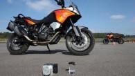 """Austriešu ražotājs """"KTM"""" prezentējis motociklam paredzētu gaitas stabilitātes sistēmu, ko kā pirmais aprīkojumā ieguvis """"Adventure 1190"""" 2014. gada modelis. """"Motorcycle..."""