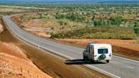 """Ar nākamā gada februāri tiks atcelti ātruma ierobežojumi 190 km garā """"Stuart Highway"""" posmā, Austrālijas ziemeļos. Kā ziņo interneta vietne..."""