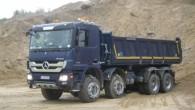 """Pirmdien, 7. oktobrī smilšu karjerā Talsu apkārtnē autoražotājs """"Daimler AG"""" sadarbībā ar ģenerālpārstāvi Latvijā SIA """"Domenikss"""" veica jaunākās paaudzes kravas..."""