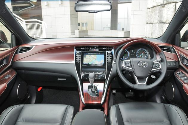 Toyota_harrier_int