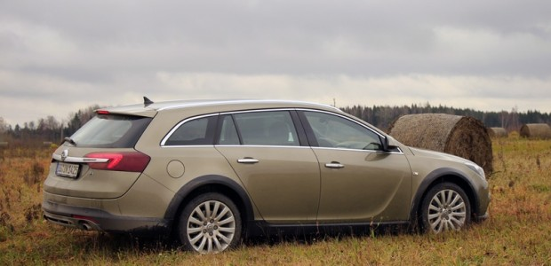01-Opel Insignia Country Tourer