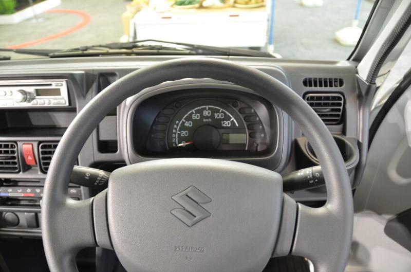Suzuki-Carry-interior
