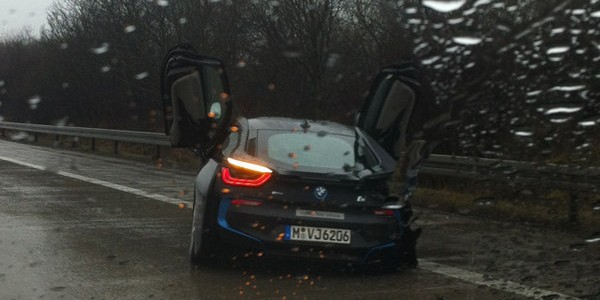 BMW_i8_avarija