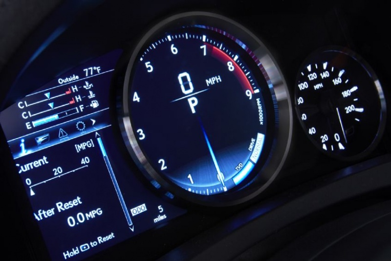 Lexus-RC-F-dash-guages