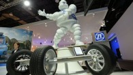 """Kompānija """"Michelin"""" Detroitas autoizstādē prezentējusi jauna modeļa """"Premier A/S"""" riepu, kas saglabā savas darba spējas līdz pat 100000 kilometriem. Kā..."""