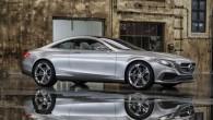 """Tā nu gadījies, ka Štutgartē notikušā """"Daimler"""" akcionāru ikgadējā sanāksmē līdztekus plānotajiem prezentācijas materiāliem uz lielā ekrāna negaidīti pavīdējis """"Mercedes-Benz""""..."""