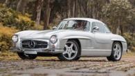 """Tādu, kā attēlā redzamais automobilis, pasaulē ir ne vairāk par vienpadsmit. Tas nav parasts piecdesmito gadu """"Mercedes-Benz 300 SL"""" –..."""