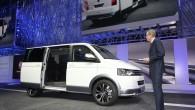 """Vācu autoražotāja """"Volkswagen"""" komerctransporta nodaļa """"Volkswagen Commercial Vehicles"""" Ženēvas izstādē izrāda uz populārā furgona (MPV) """"Multivan"""" veidotu konceptu """"Alltrack"""", kas..."""