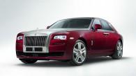 """Šovasar paredzēts laist pārdošanā pilnizmēra luksus limuzīna """"Rolls-Royce Ghost"""" uzlabotu versiju. Tā šodien, 4.martā debitējusi Ženēvas autošovā. Britu leģendārais ražotājs..."""