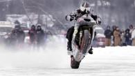 Pazīstamais amerikāņu kaskadieris un motobraucējs Rajens Suhaneks ir uzstādījis jaunu pasaules rekordu, braucot ar motociklu uz pakaļējā riteņa pa aizsalušu...