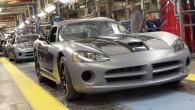 """Sakarā ar visai dramatisku klientu intereses apsīkumu """"Chrysler Group LLC"""" vadība pieņēmusi lēmumu pārtraukt sporta kupejas """"SRT Viper"""" izgatavošanu. """"Chrysler""""..."""