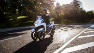 """Japāņu motociklu ražotājs ir uzsācis trīsriteņu skūtera """"TriCity"""" sērijveida izlaidi. """"TriCity"""" koncepts pirmo reizi publiski tika izrādīts pērnruden Milānas motociklu..."""