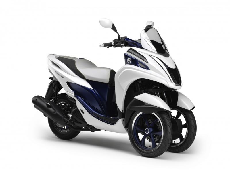 Yamaha_tricity_1