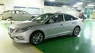 """Interneta tīmeklī izplatīti pirmie """"Hyundai Sonata"""" 2015. gada modeļa attēli. Fotogrāfijas ir vājas kvalitātes – pēc visa spriežot, izdarītas ar..."""