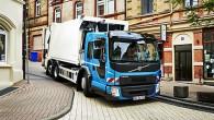 """Šādu modeli ar speciālu četrvietīgu kabīni ar zemu ieejas mezglu un pazeminātu grīdu """"Volvo Trucks"""" speciālisti izstrādājuši speciāli atkritumu vedējam,..."""