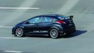 """Mediju fotogrāfiem ir izdevies testu laikā """"noķert"""" topošā sportista """"Honda Civic Type-R"""" prototipu, turklāt bez maskējošā krāsojuma. Kā redzams internetā..."""