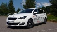 """Jau pirmajā acumirklī kļūst skaidrs, ka """"Peugeot"""" veidotāji ir ļoti centušies universāli padarīt atšķirīgu. Atšķirīgu gan no """"308"""" bāzes hečbeka,..."""