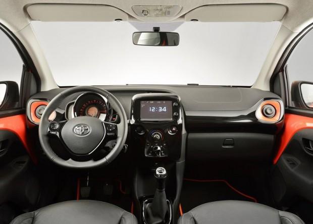 1-Toyota Aygo_2015