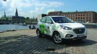 """Ar ūdeņradi darbināmais automobilis """"Hyundai ix35 Fuel Cell"""" ar vienu uzpildi nobraucis 700 km distanci, šķērsojot Norvēģiju, Zviedriju un Dāniju...."""