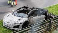 """Interneta portāla """"Autoevolution"""" žurnālisti kļuvuši par lieciniekiem negadījumam, kad testu laikā Nirburgringas Ziemeļu aplī sadega topošā superautomobiļa """"Honda NSX"""" prototips...."""