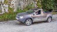 """Internetā nonākuši attēli, kuros redzams pikaps, kas nepārprotami izgatavots uz rumāņu apvidus automobiļa """"Dacia Duster"""" bāzes. Sākotnēji šie attēli bija..."""