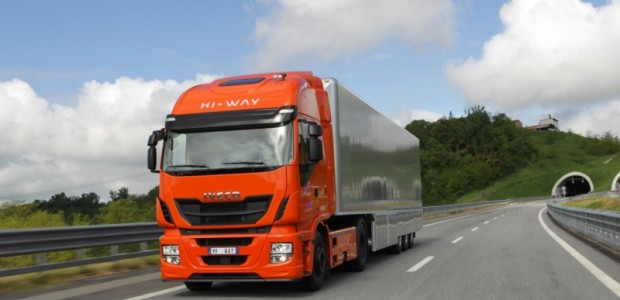 iveco-stralis-hi-way-voted-truck-of-the-year-2013-49604_1